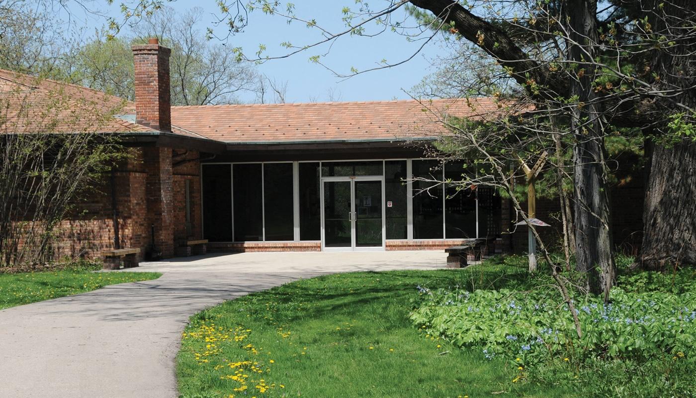 Crabtree Nature Center building in Barrington Hills