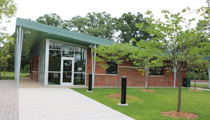 Dan Ryan Woods Visitor Center building