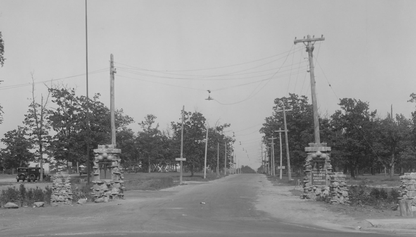 Entrance to Dan Ryan Woods. Photo from 1900-1925.