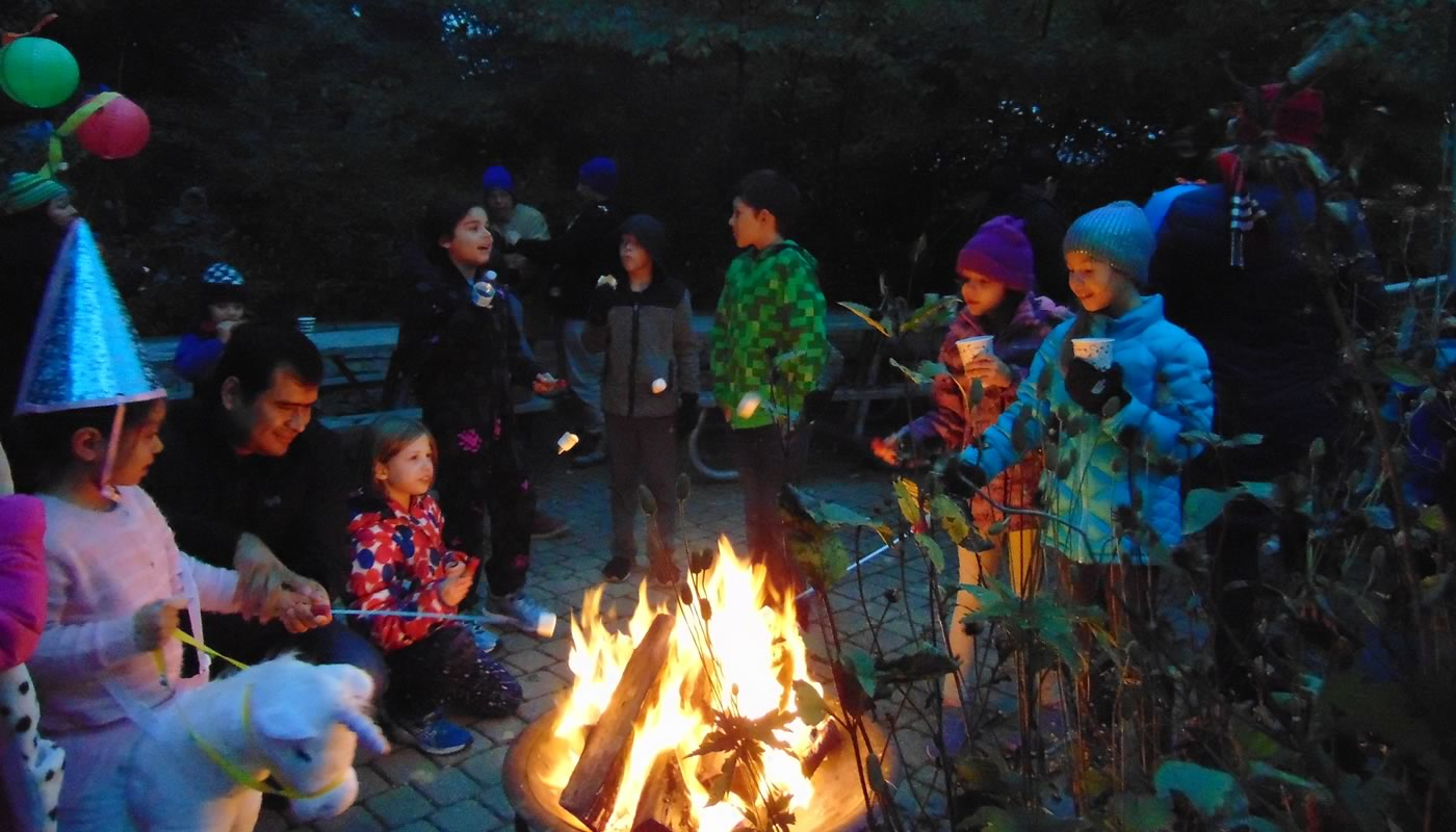 children roasting marshmallows at Trailside Museum